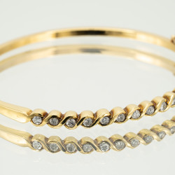 Pre Owned 18ct Diamond Set Bangle ZD570