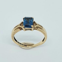 Pre Owned 9ct Blue Topaz Ring ZH679