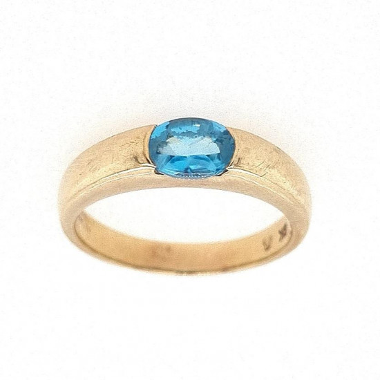Pre Owned 9ct Blue Topaz Ring ZK900